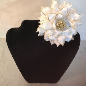 NEW Crafted  By Tutu Structural Holiday Hair Bow